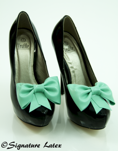Latex Shoe bow's in Jade green (E)